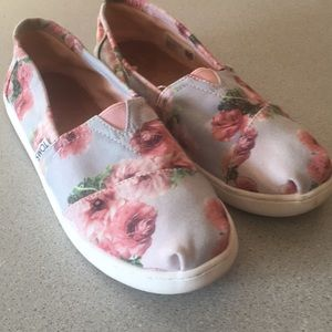 Toms grey and pink floral